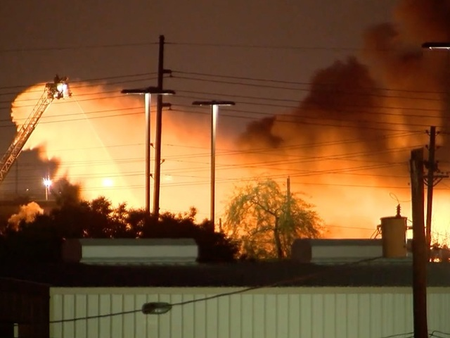 KNXV Recycling Plant fire near Sky Harbor 3 22 1458709309457 34637744 ver1.0 640 480
