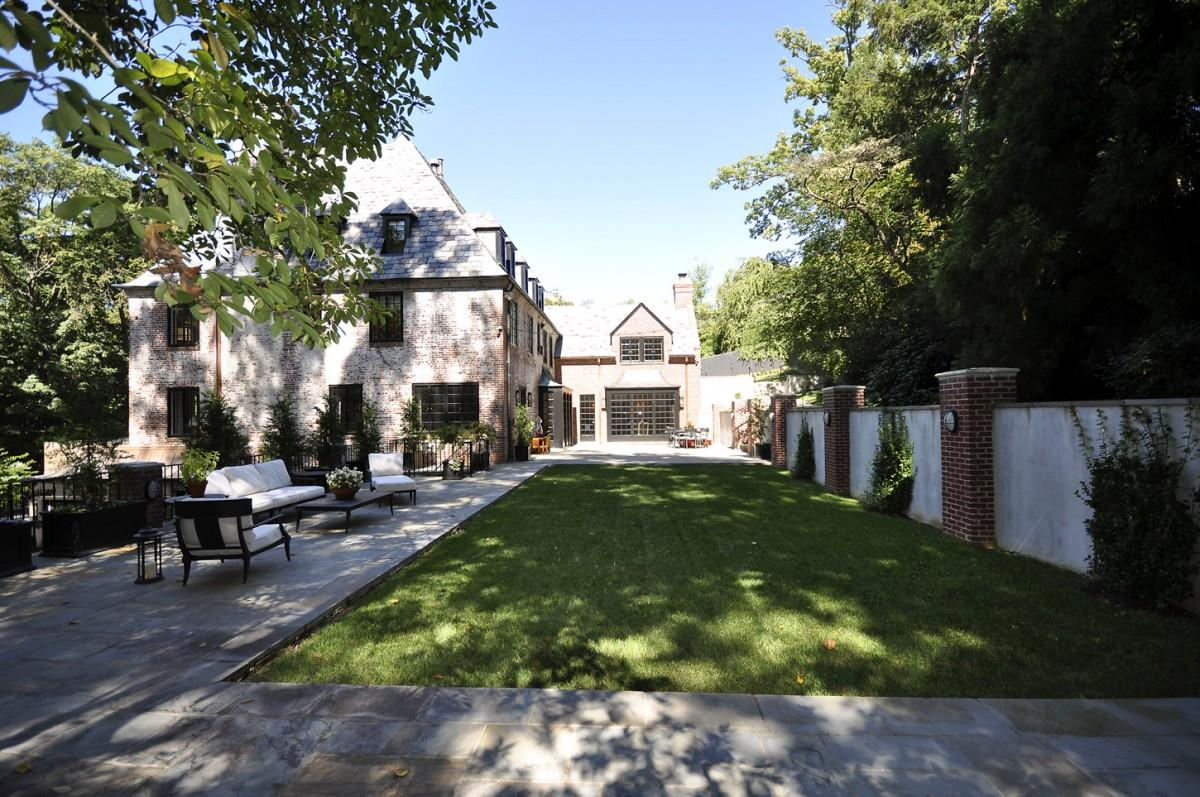 2446 Belmont Road NW Washington DC Obamas New Home Backyard 1200x797